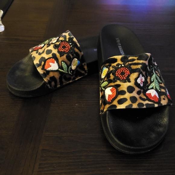 d6894f3f3ab Steve Madden Women's Patches Flat Sandal